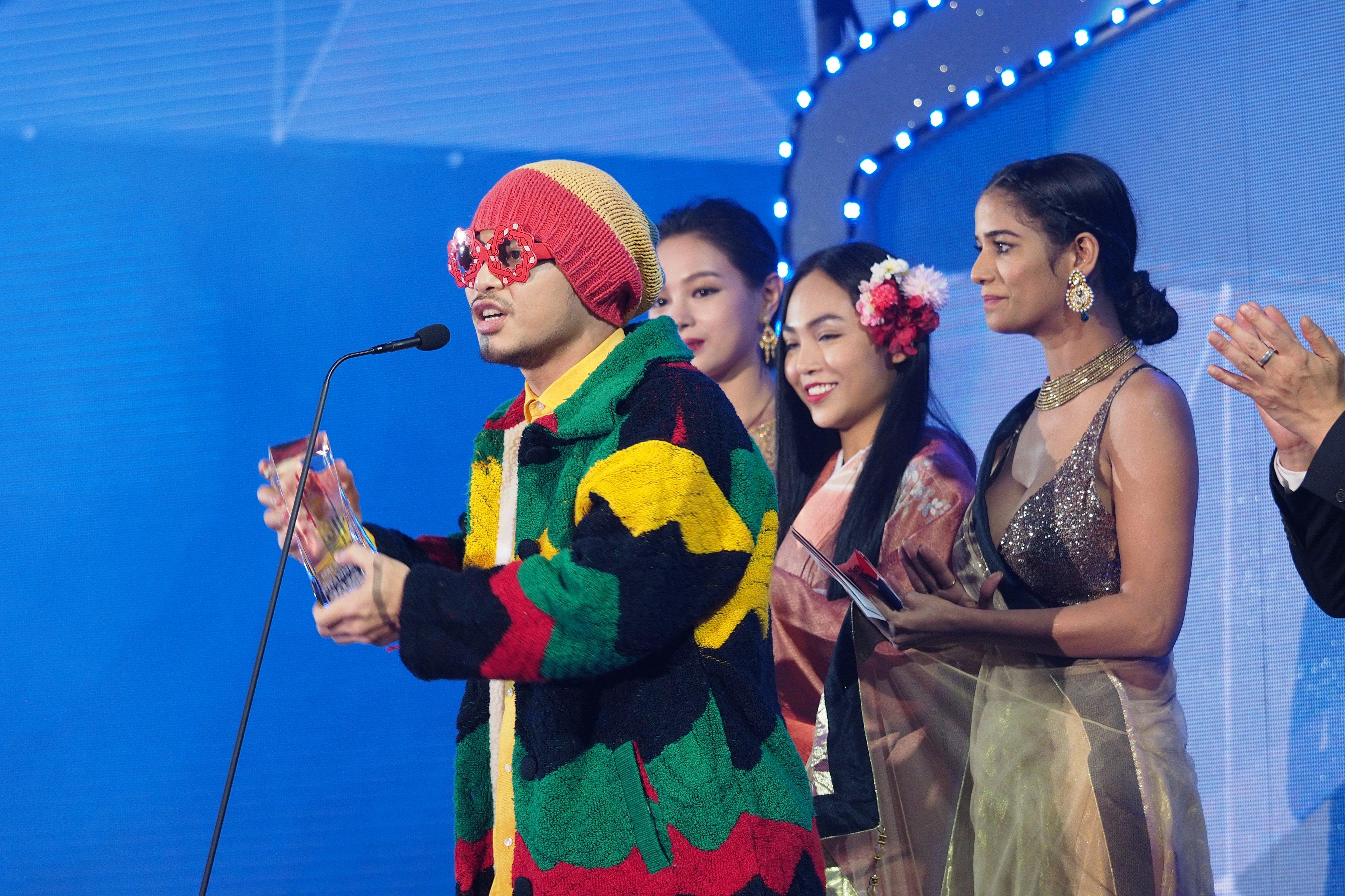 Chi Pu, Sơn Tùng M-TP, Lý Hải được vinh danh tại WebTV Asia Awards 2016 6
