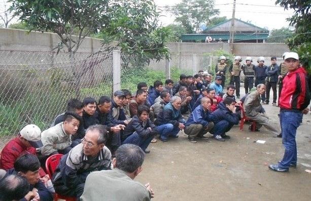 Phá sới gà khủng tại Nghệ An, tóm 54 con bạc 1