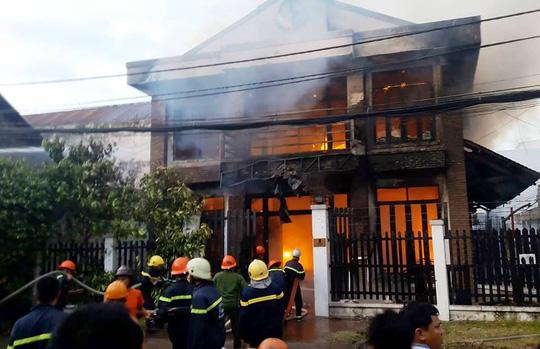 Cháy nhà ở Sài Gòn, 2 người chết thảm 1