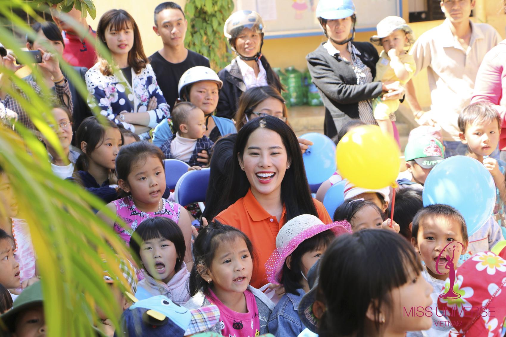 Phạm Hương, Nam Em, Lệ Hằng giản dị đi từ thiện 6