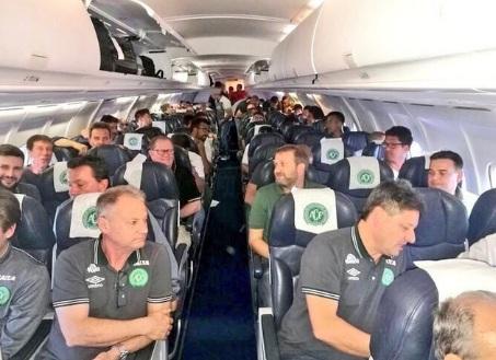 Rơi máy bay chở đội bóng Brazil: Cảnh sát xác nhận 76 người thiệt mạng 5