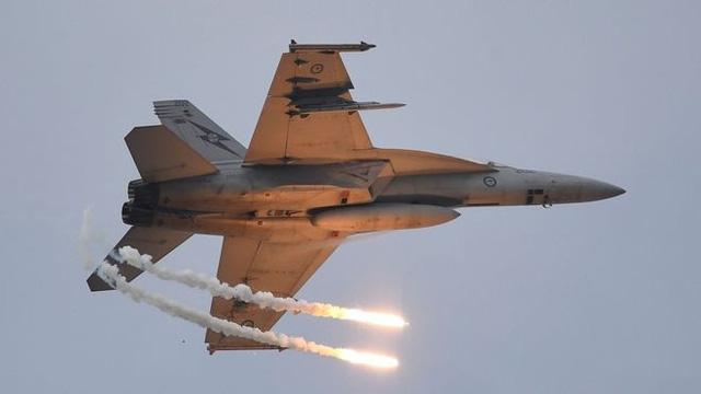 Chiến đấu cơ CF-18 Hornet Canada rơi khi diễn tập, phi công tử nạn 1