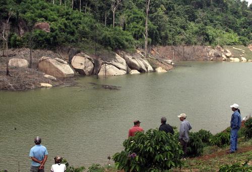 3 nữ sinh lớp 6 chết đuối dưới hồ thủy lợi 1