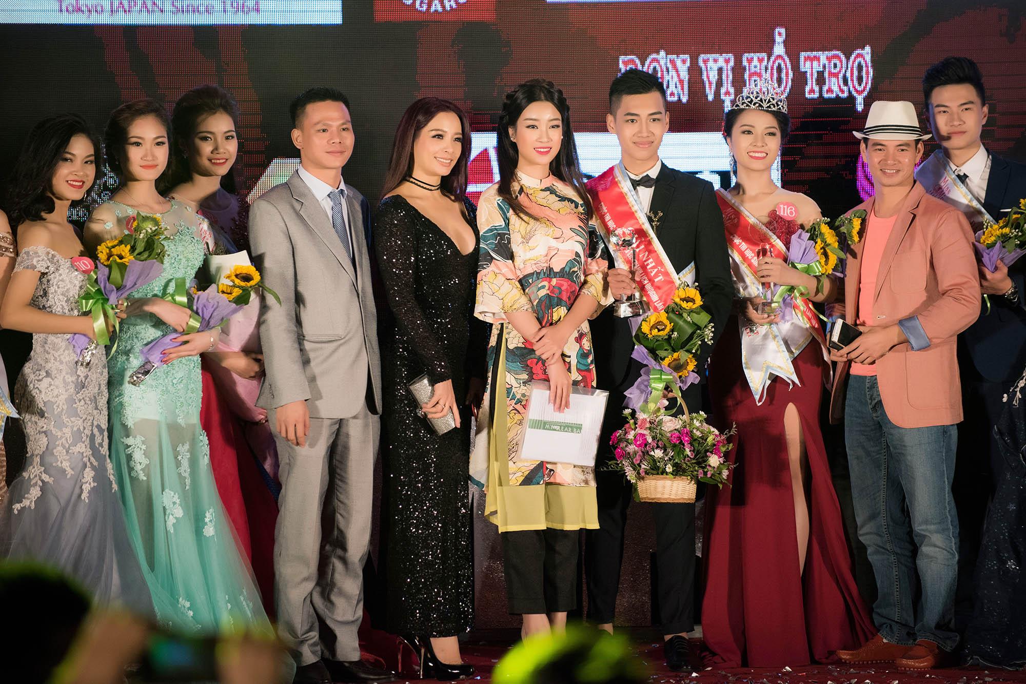 Hoa hậu Mỹ Linh đẹp không tỳ vết khi đi chấm thi nhan sắc 9