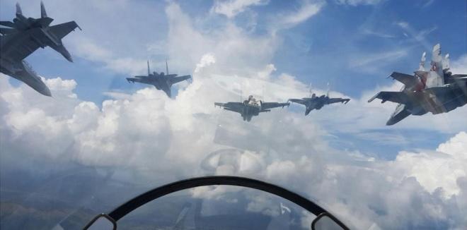 Video: Xem tiêm kích F-16 và Su-30MK2 duyệt binh trên không 3