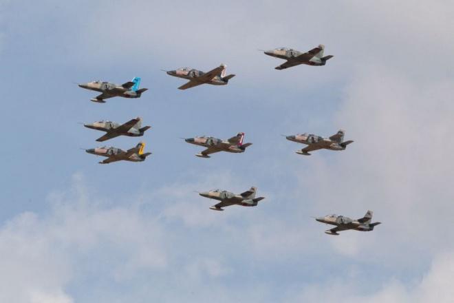 Video: Xem tiêm kích F-16 và Su-30MK2 duyệt binh trên không 4