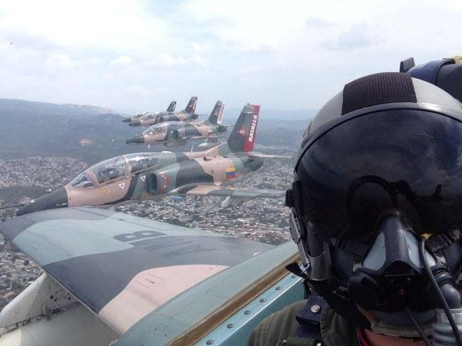 Video: Xem tiêm kích F-16 và Su-30MK2 duyệt binh trên không 5