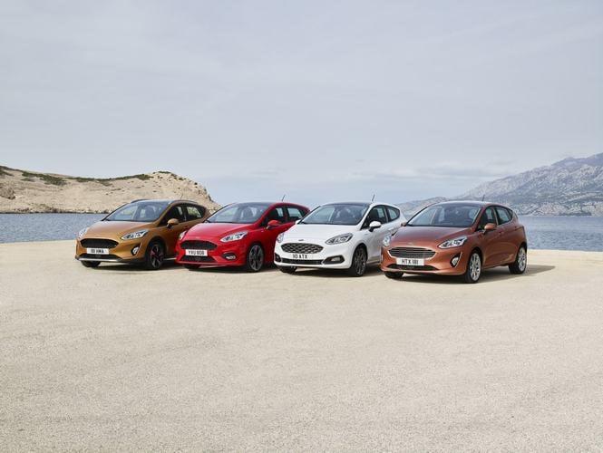 Hình ảnh Ford Fiesta 2017 trình làng, thêm phiên bản gầm cao số 2