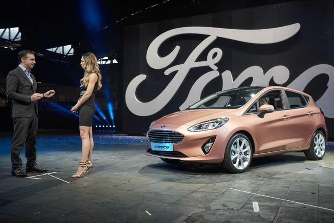 Hình ảnh Ford Fiesta 2017 trình làng, thêm phiên bản gầm cao số 1