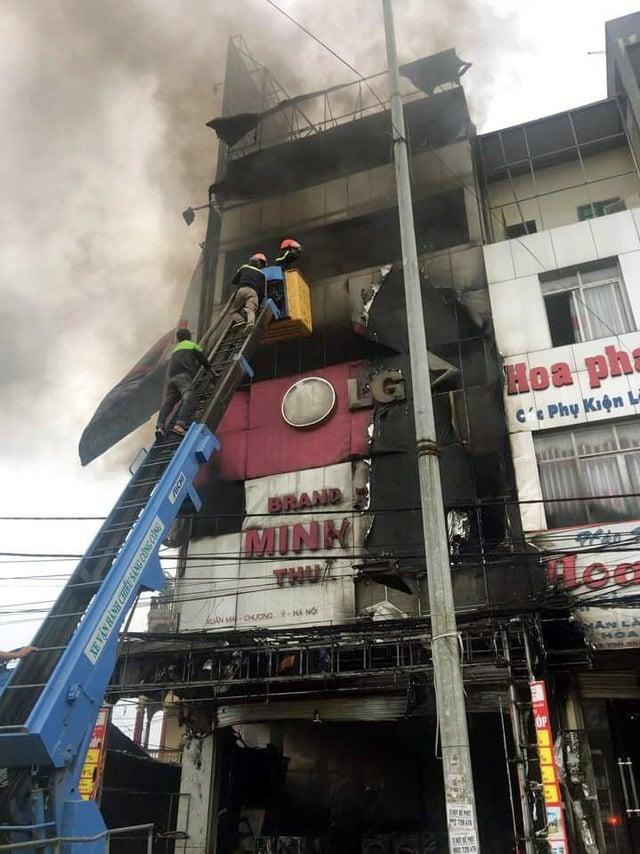 Cháy lớn siêu thị điện máy gần chợ Xuân Mai, Hà Nội 4