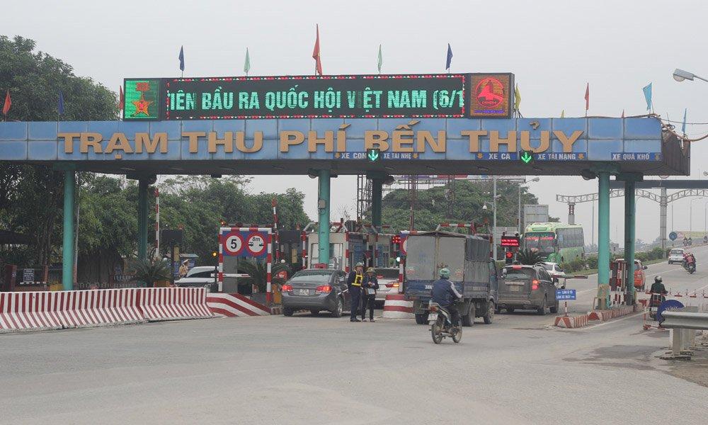 Dân đưa 30 ô tô chặn đứng cầu Bến Thủy phản đối thu phí 3