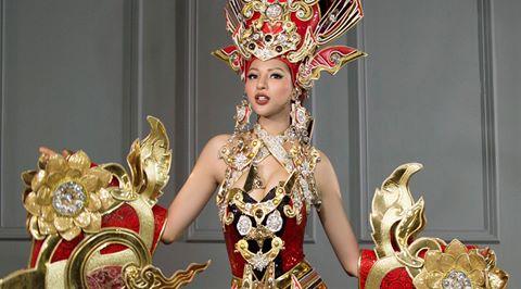 Khả Trang bị vấp ngã trên sân khấu vẫn nhận giải tại HH Siêu quốc gia 2
