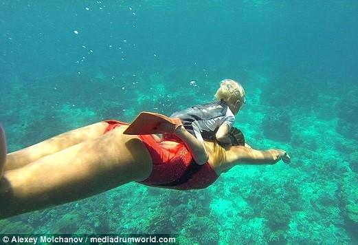 Cậu bé 3 tuổi lặn sâu 10m không cần bình oxy 3