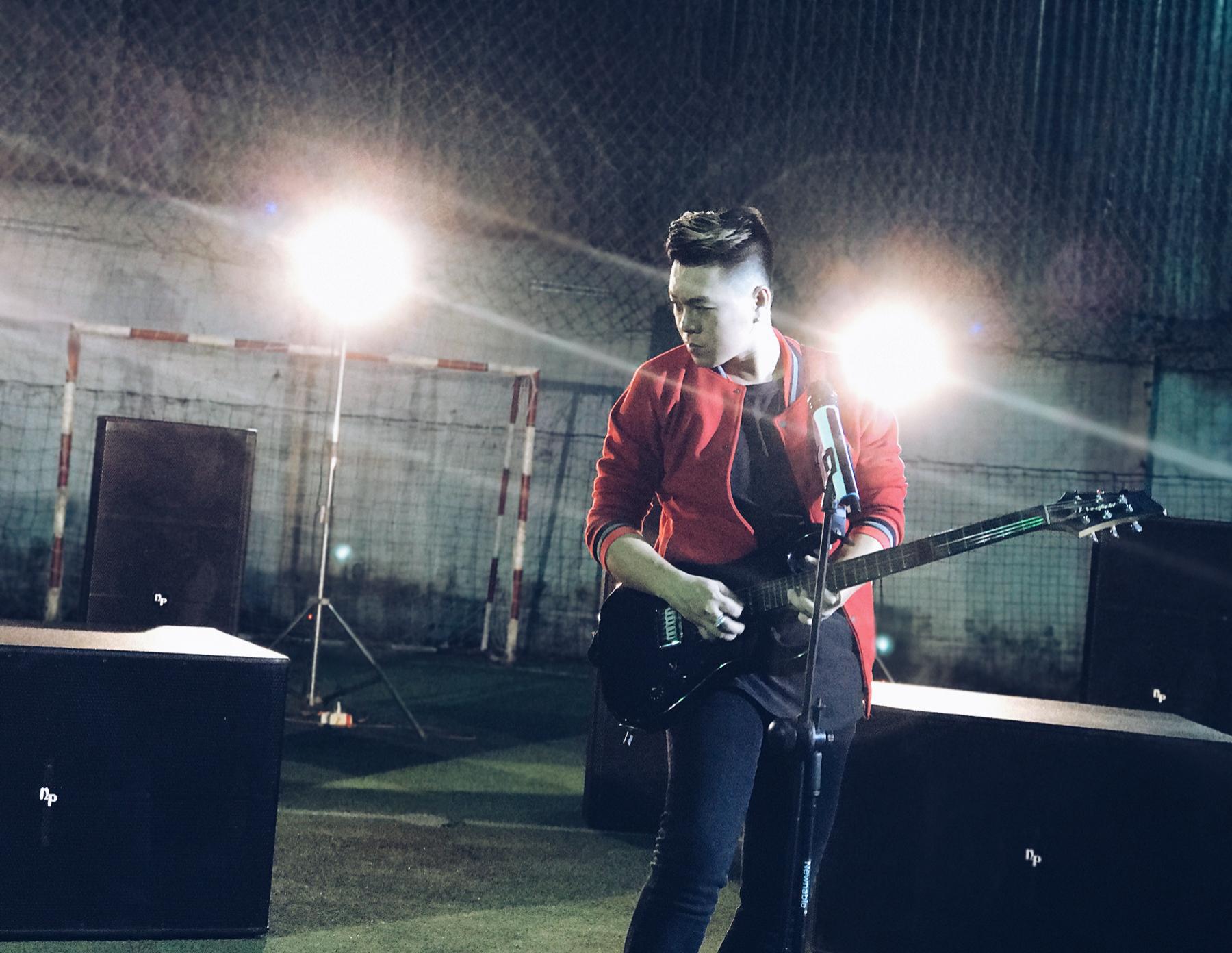 Huy Kid tung MV cổ vũ bóng đá Việt Nam tại AFF Cup 2016 3