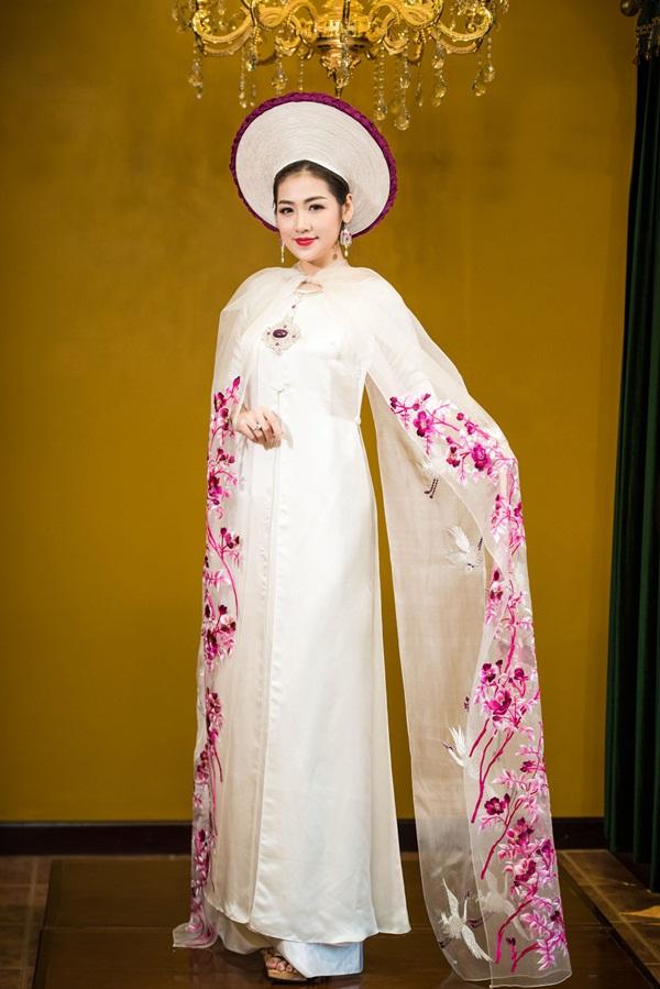 Á hậu Tú Anh đẹp hút hồn khi diện áo dài của NTK Lan Hương 1