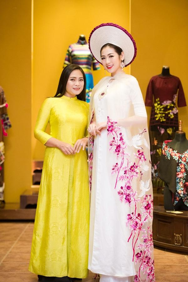 Á hậu Tú Anh đẹp hút hồn khi diện áo dài của NTK Lan Hương 2