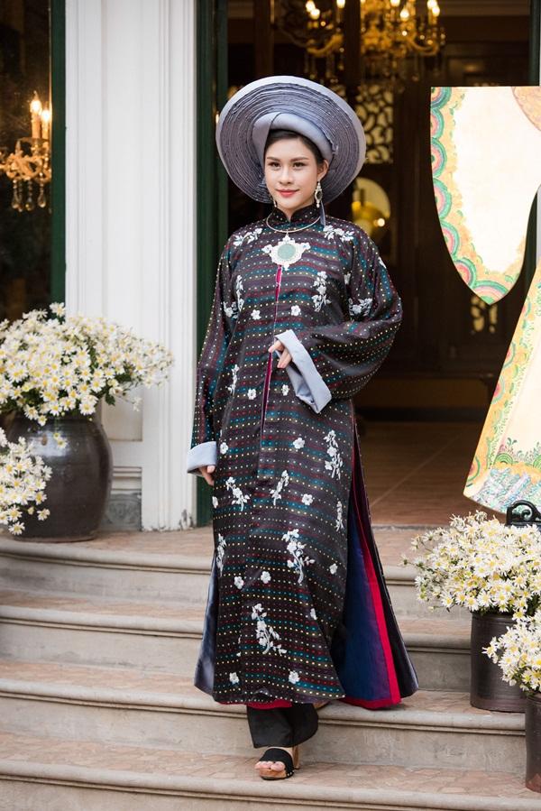 Á hậu Tú Anh đẹp hút hồn khi diện áo dài của NTK Lan Hương 12