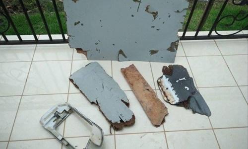 Hình ảnh 6 mảnh vỡ mới nghi của máy bay mất tích MH370 số 2