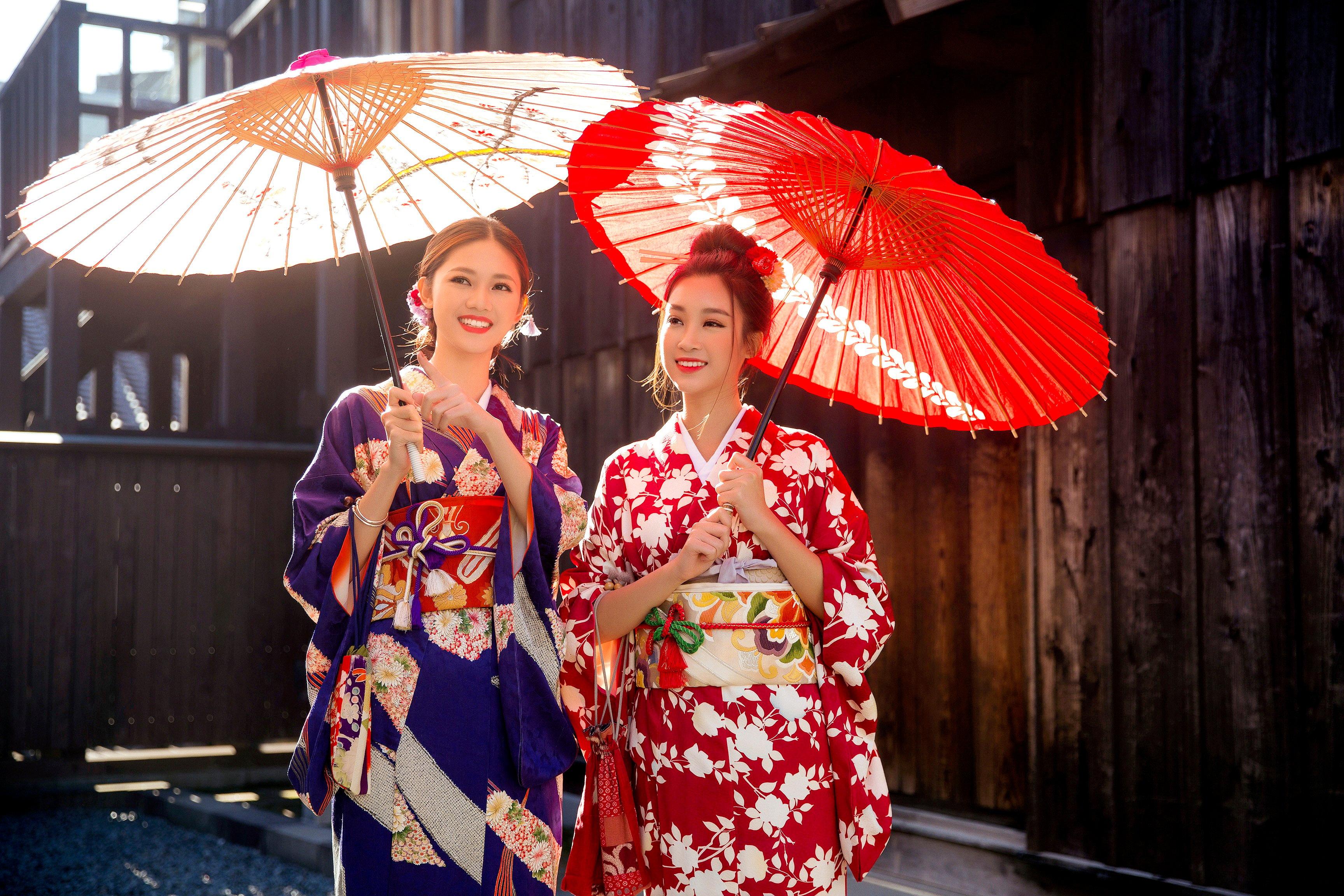 Giải trí - Mỹ Linh - Thanh Tú xinh đẹp với  áo dài và kimono giữa trời đông Nhật Bản