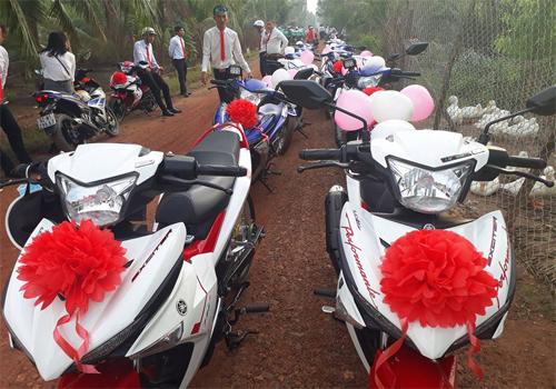 Video: Rước dâu bằng 30 chiếc Exciter và 20 taxi gây náo động vùng quê Long An 3