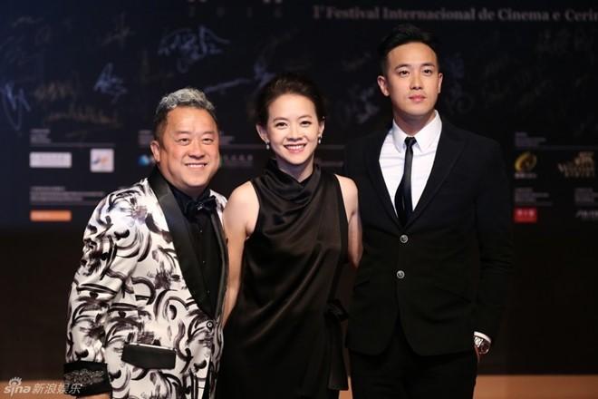 Trí Nguyễn, Nhung Kate tay trong tay trên thảm đỏ Liên hoan phim quốc tế Macau lần thứ 1 8