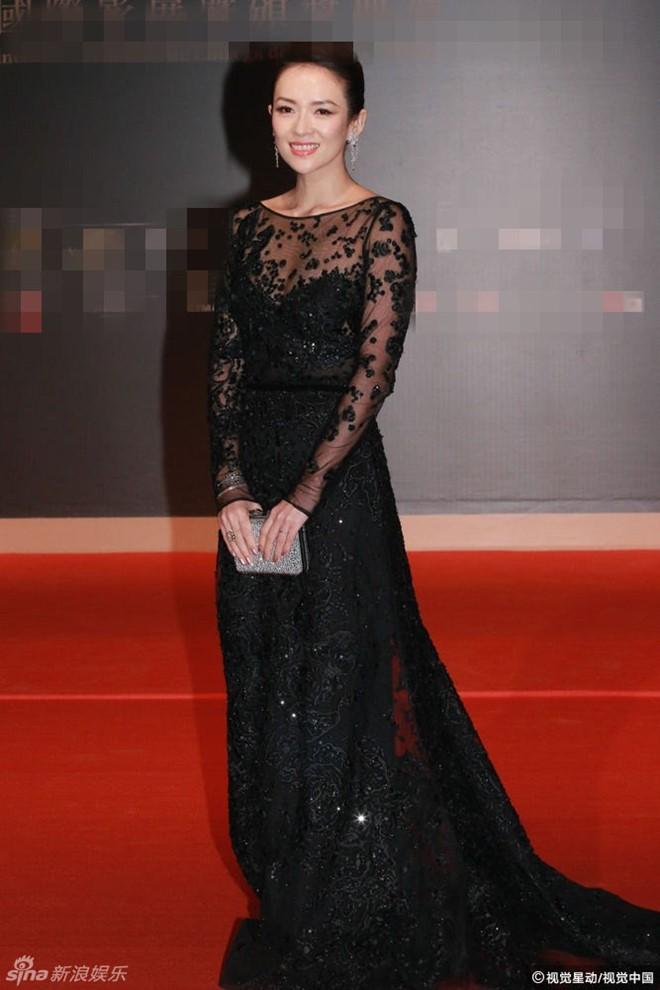 Trí Nguyễn, Nhung Kate tay trong tay trên thảm đỏ Liên hoan phim quốc tế Macau lần thứ 1 3