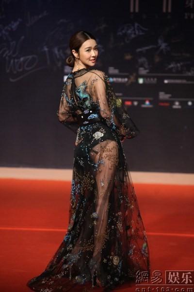 Trí Nguyễn, Nhung Kate tay trong tay trên thảm đỏ Liên hoan phim quốc tế Macau lần thứ 1 10