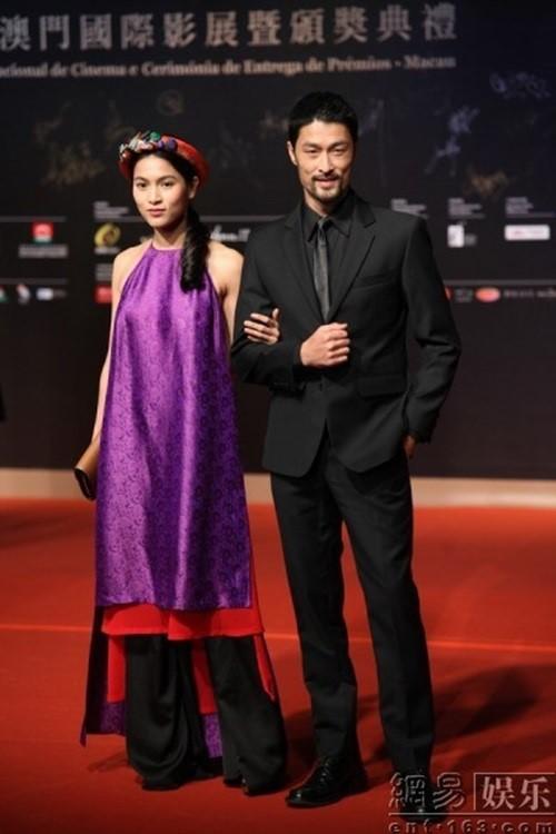 Trí Nguyễn, Nhung Kate tay trong tay trên thảm đỏ Liên hoan phim quốc tế Macau lần thứ 1 1