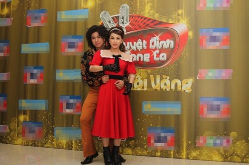 Vĩnh Thuyên Kim – Hồ Việt Trung gây náo loạn với phong cách thời trang lạ 2