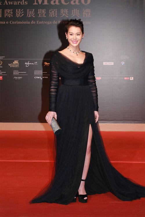 Trí Nguyễn, Nhung Kate tay trong tay trên thảm đỏ Liên hoan phim quốc tế Macau lần thứ 1 6