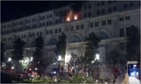 Video: Cháy tòa nhà Union Square trên phố đi bộ Nguyễn Huệ 1