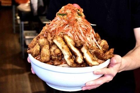 Chiêu độc nhà hàng gây khó thực khách: ăn tô mỳ khủng nhận 10 triệu đồng 1