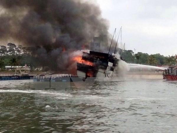 Tàu chở hơn 4.000 tấn ngô bốc cháy trên sông Thị Vải 1