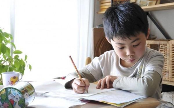 Bí quyết giúp trẻ tự giác học bài 1