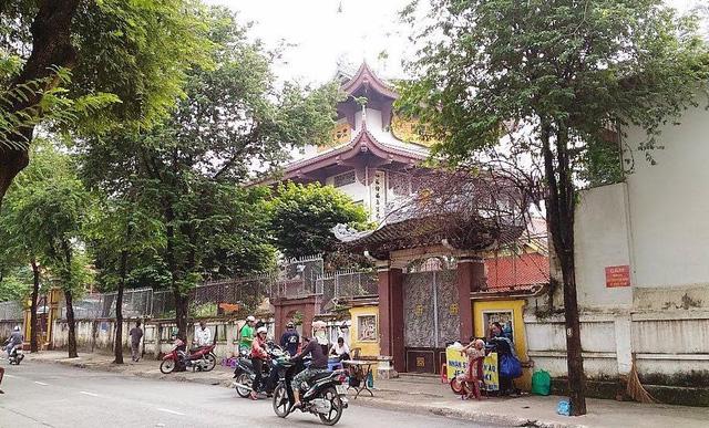 Trộm đục phá tượng Phật lấy vàng ở chùa Một Cột 1