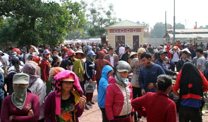 Xô xát vì tiền đền bù Formosa, hơn 300 người vây trụ sở xã 1