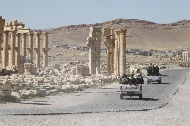 IS hùng hổ tấn công, tái chiếm thành phố cổ Palmyra 1