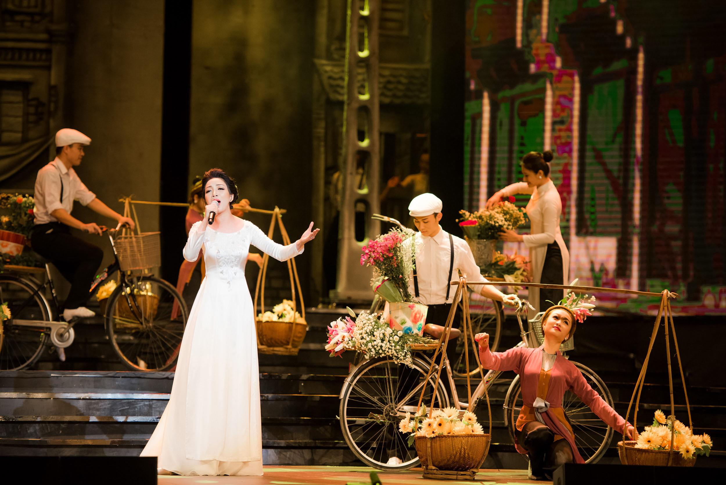 Phạm Thu Hà trở lại sân khấu sau thời gian sang Mỹ làm nhạc 1