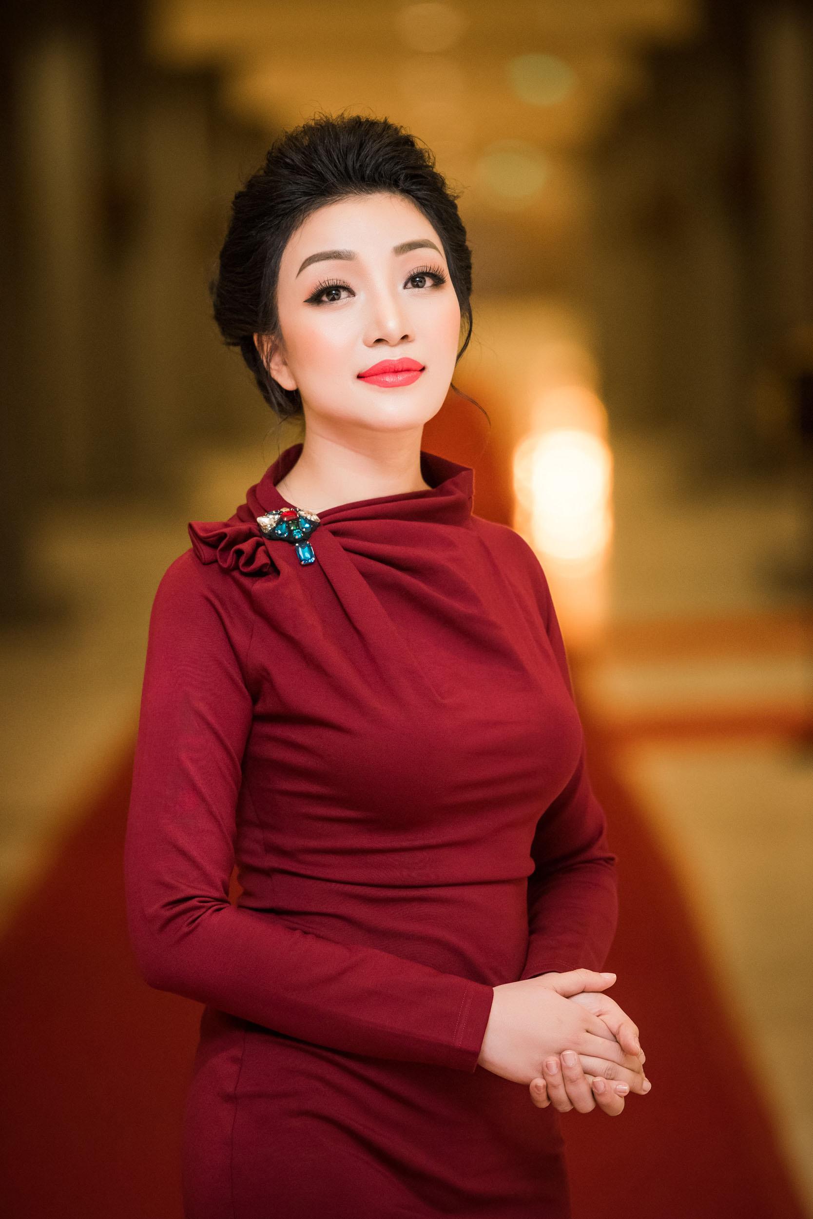 Phạm Thu Hà trở lại sân khấu sau thời gian sang Mỹ làm nhạc 8