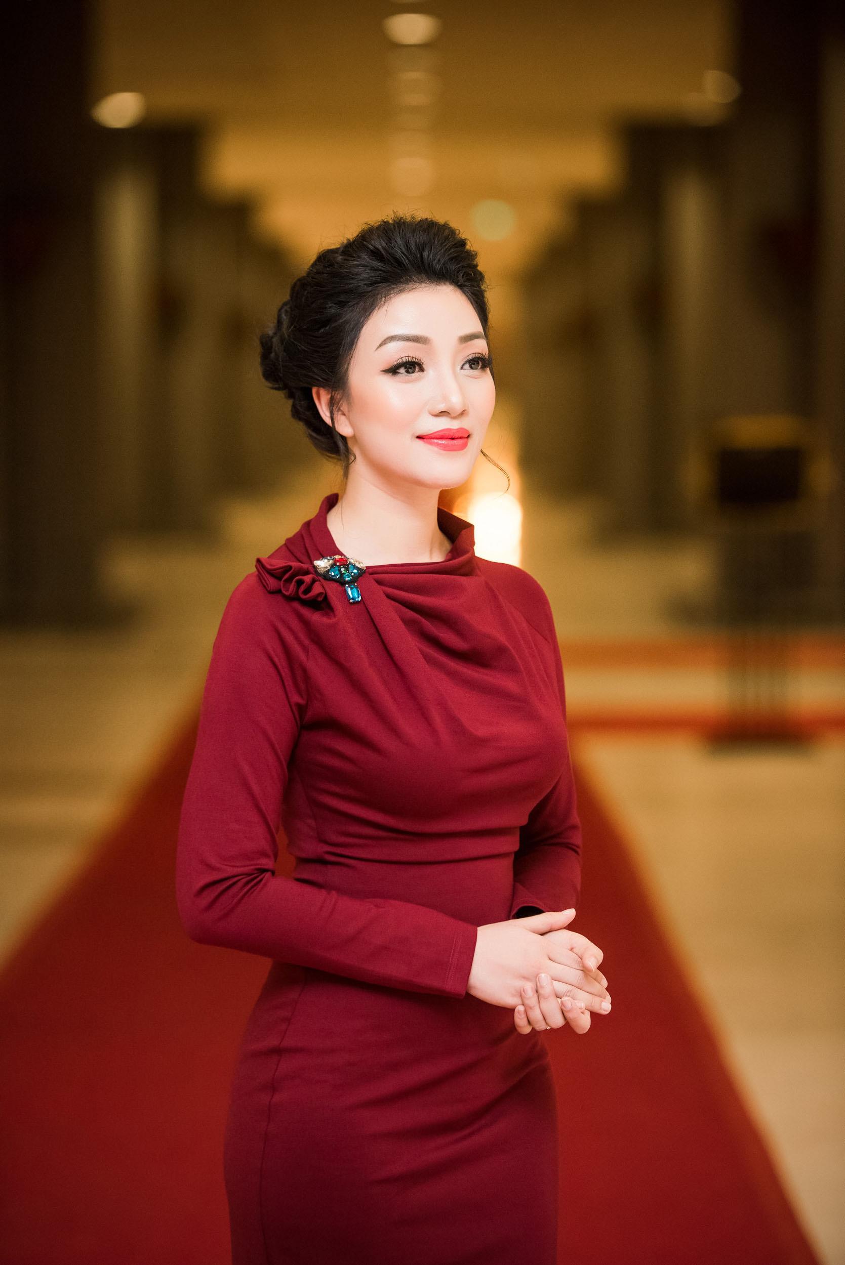 Phạm Thu Hà trở lại sân khấu sau thời gian sang Mỹ làm nhạc 7