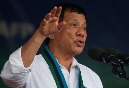 Tổng thống Philippines Duterte chấp nhận mua súng của Trung Quốc 1