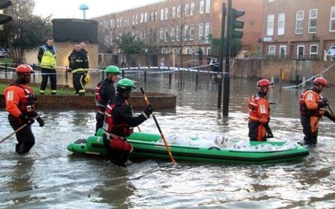 Video: London ngập trong biển nước vì vỡ đường ống 100 tuổi 1