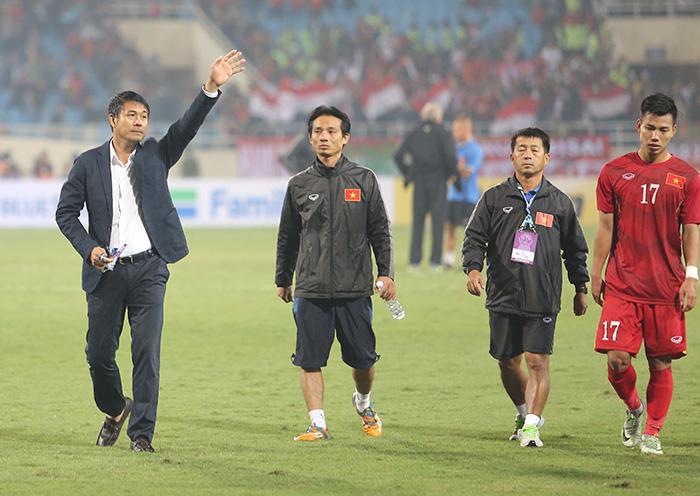 """Hậu AFF Cup: Bóng đá Việt """"muối mặt"""" trên báo quốc tế, VFF không sa thải HLV 2"""