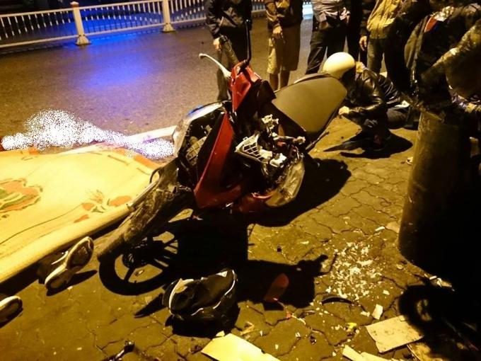 Tai nạn giao thông trong đêm, 2 nam sinh viên chết thảm 1