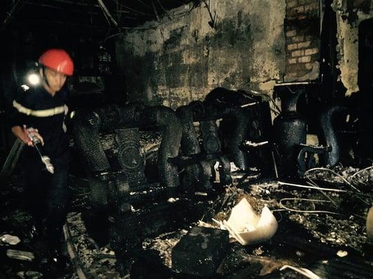 Hình ảnh Đại lý vé số miền Tây cháy dữ dội, 4 người mắc kẹt kêu cứu số 1