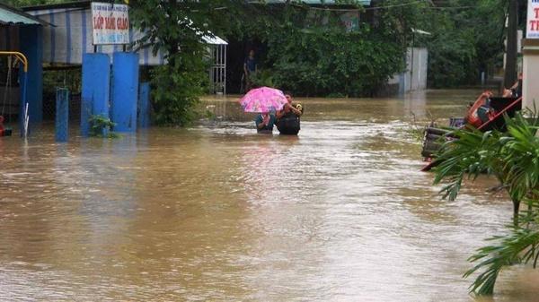 Bình Định bị cô lập trong biển nước lũ nhiều ngày 3