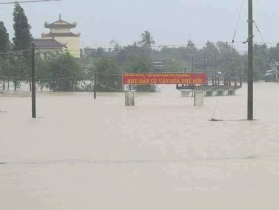 Bình Định bị cô lập trong biển nước lũ nhiều ngày 4