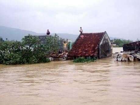 Bình Định bị cô lập trong biển nước lũ nhiều ngày 1