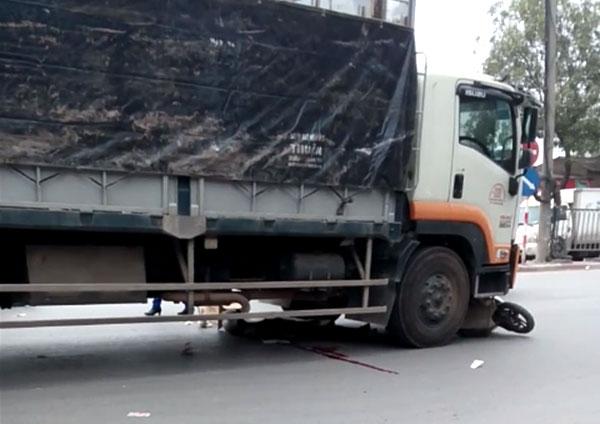 Tin TNGT mới nhất ngày 17/12: Người đàn ông chết thảm dưới gầm xe tải 1