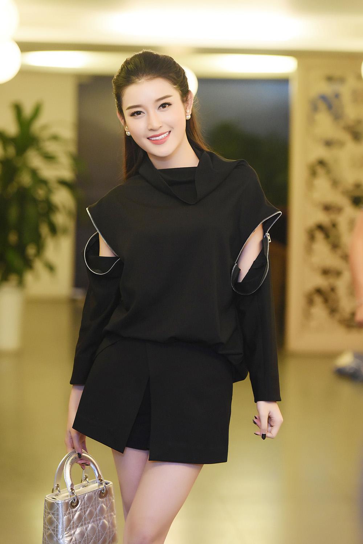 Á hậu Huyền My thổ lộ rất muốn lấy chồng trong buổi họp fans 4